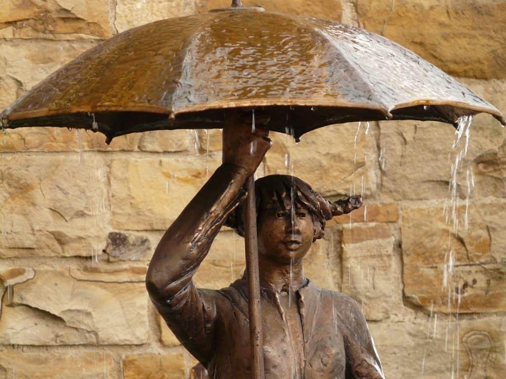מחסה מפני הגשם