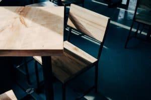ניסור רהיטי עץ